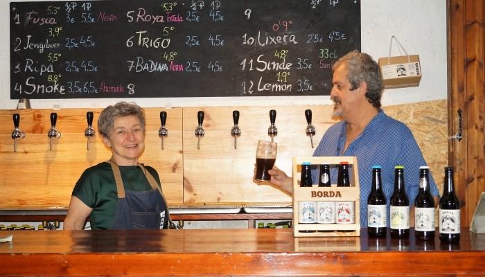 BEBIDAS Y MARIDAJES DE AINETO. Menchu Ríos y Felipe Esteban están al frente de Cervecería Borda. (FOTO: Rebeca Ruiz)