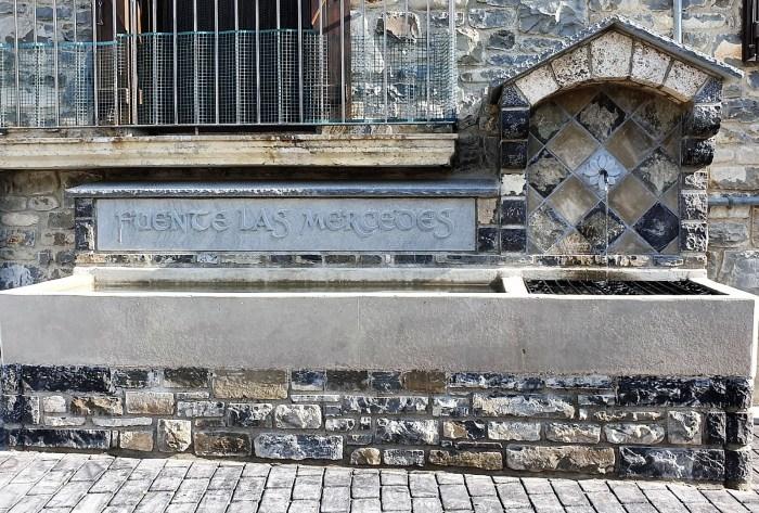 Nueva imagen de la Fuente de las Mercedes, en la plaza de La Peña.