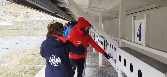Un momento del curso para obtener la licencia de armas para competir, en el Stadium Spainsnow de Biathlon de Candanchú.
