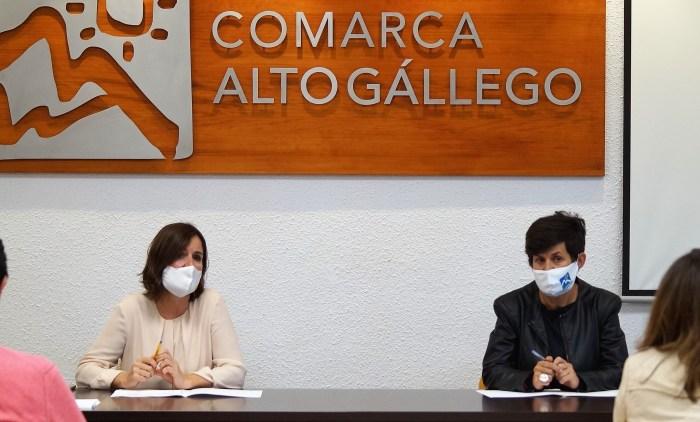 Elena Allué y Lourdes Arruebo, durante la reunión. (FOTO: Rebeca Ruiz)