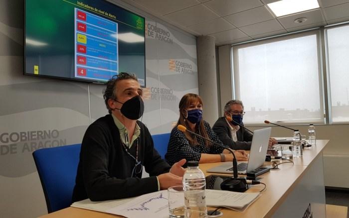 Un momento de la rueda de prensa en la que se ha anunciado el final del cierre de las capitales aragonesas. (FOTO: Gobierno de Aragón)