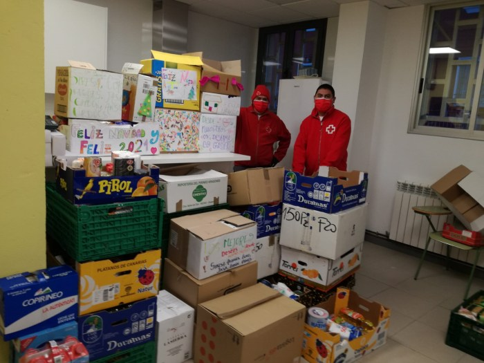 Vecinos de numerosos pueblos han recogido alimentos para Cruz Roja.