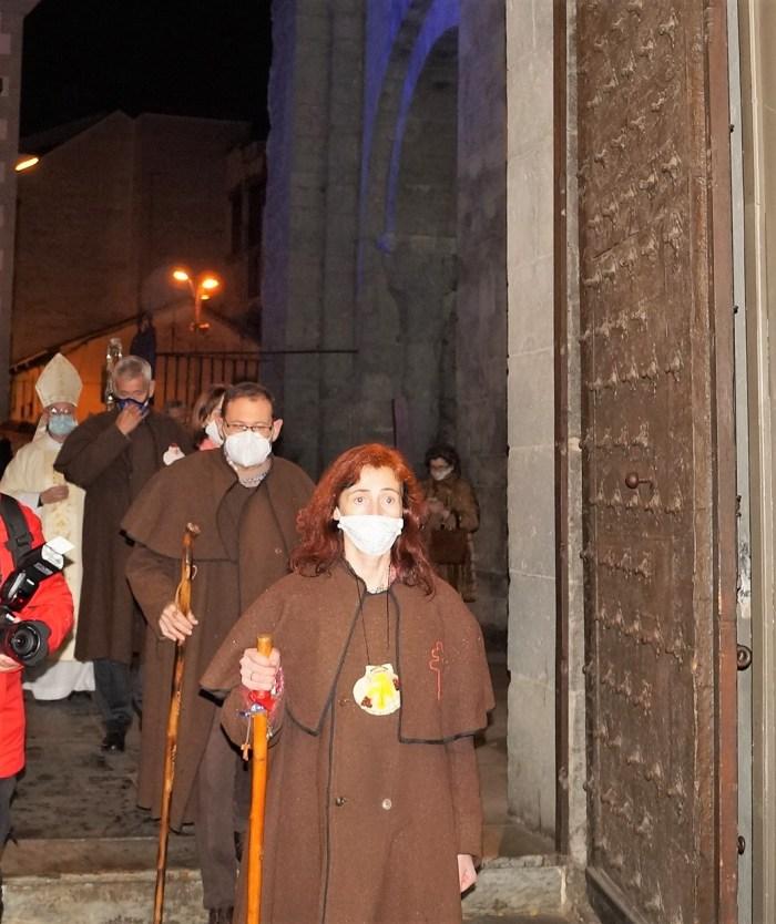 Momento de la apertura de la puerta y entrada en la Catedral, como inicio del Año Santo Compostelano. (FOTO: Rebeca Ruiz)