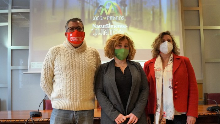 Presentación de la nueva campaña de promoción del comercio y la hostelería locales. De izda. a dcha., Pérez Chaparro, Moratinos y Bandrés. (FOTO: Rebeca Ruiz)