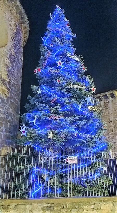 Árbol de Navidad de Jaca. (FOTO: Rebeca Ruiz)