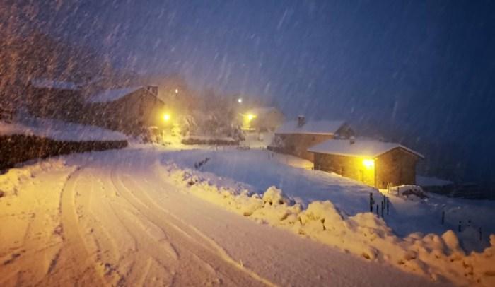 Cada vez que nieva, las comunicaciones en La Guarguera se complican.