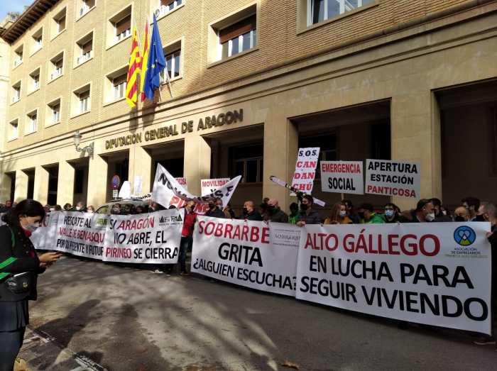 Un momento de la manifestación en defensa del Pirineo.