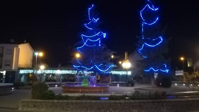 Iluminación de Navidad en Biescas. (FOTO: Danae Baz)