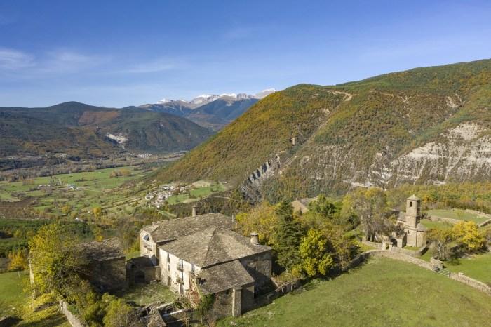 Susín y la Tierra de Biescas. (FOTO: Biescas Turismo/Drone Pyrenees)