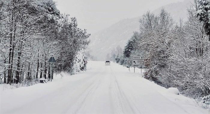 Las nevadas continuarán en las próximas horas. (FOTO: Comisión de Aragüés del Puerto)