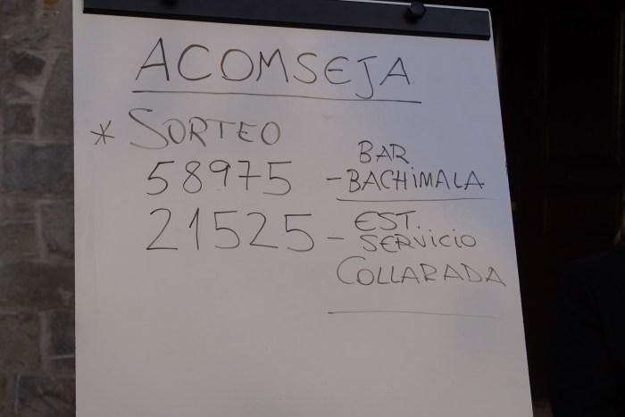 El bar Bachimala y la estación de servicio Collarada reparten los 1.000 euros de Acomseja. (FOTO: Rebeca Ruiz)