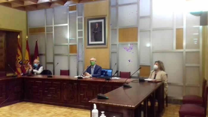 Un momento de la reunión de los alcaldes del Valle del Aragón en Jaca.