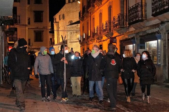 Condena unánime al escrache al alcalde de Jaca y #SOSPirineo suspende el acto de Sabiñánigo. En la imagen, un momento de los hechos. (FOTO: Rebeca Ruiz)
