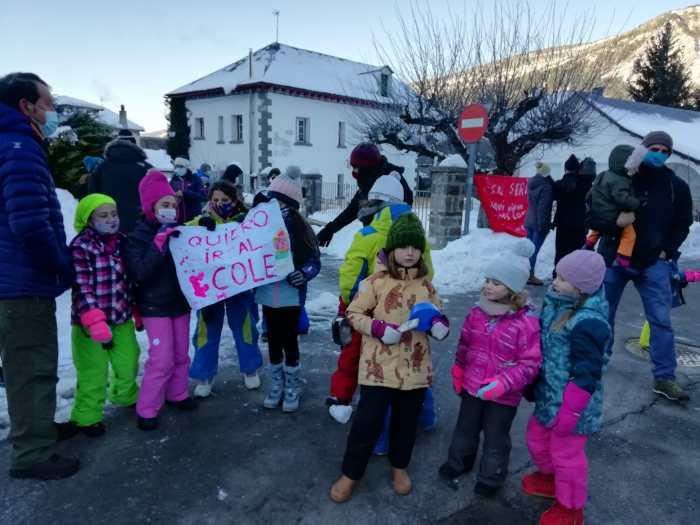 Padres y niños piden ir a clase en Villanúa.