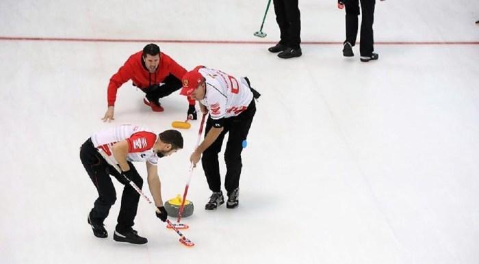 Indignación en el curling de Jaca ante el desafortunado anuncio de una financiera.
