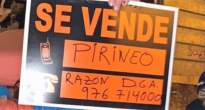 """El sector de la nieve denuncia el """"maltrato"""" del Gobierno de Aragón y reclamará indemnizaciones. Pancarta mostrada en una de las concentraciones de SOS Pirineo Aragonés."""