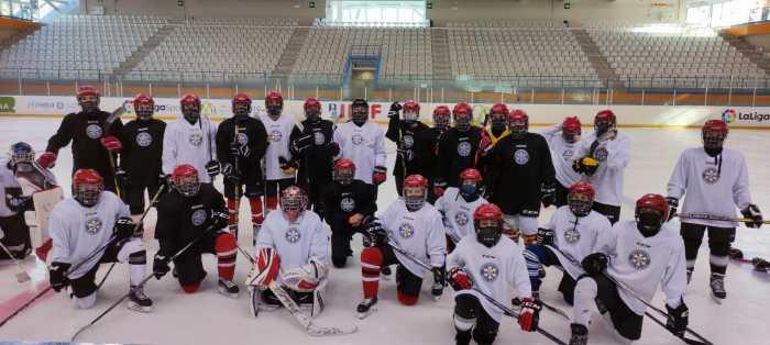 Alumnos del Aula de Tecnificación de Hockey Hielo de Jaca.