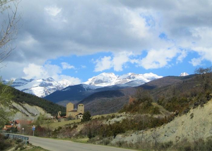 Magia en el valle más invernal de Sabiñánigo (Larrés).