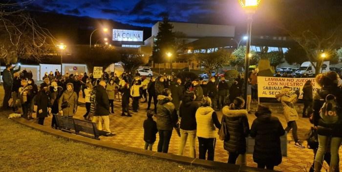 El Pirineo cierra filas en Sabiñánigo y reclama unido una solución a la agonía del sector turístico. (FOTO: Rebeca Ruiz)