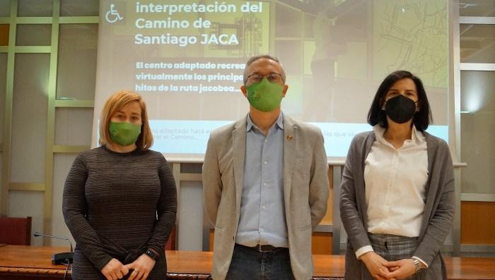 De izq. a dcha., Olvido Moratinos, Juan Manuel Ramón y Mónica Ballarín, en la presentación del nuevo portal del Jacob@ccess, que tiene como objetivo promover la accesibilidad del Camino de Santiago. (FOTO: Rebeca Ruiz)