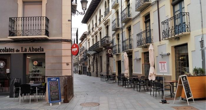 El Ayuntamiento de Jaca aprueba por unanimidad la exención de las tasas por terrazas en 2021. (FOTO: Rebeca Ruiz)