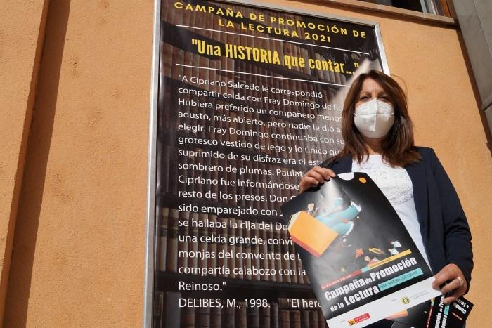 La Campaña de Promoción de la Lectura de Sabiñánigo llega con Una historia que contar. Berta Fernández, durante la presentación de la campaña. (FOTO: Rebeca Ruiz)