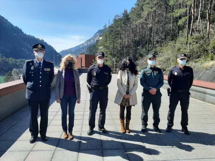 La subdelegada del Gobierno en Huesca visita el Centro de Cooperación Policial de Canfranc