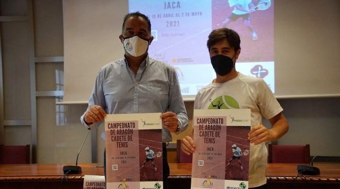 Domingo Poveda y Juan Manuel Puértolas, durante la presentación de Campeonato de Aragón Cadete de Tenis. (FOTO: Rebeca Ruiz)