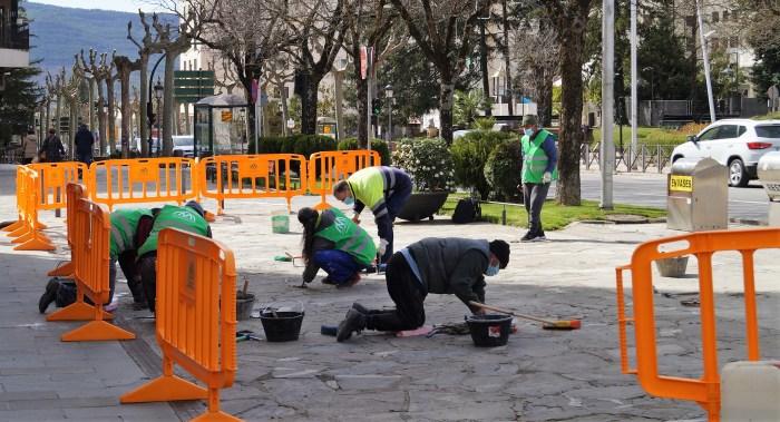 El Plan Remonta da trabajo en Jacetania y Alto Gállego a 391 personas vinculadas a la nieve. Trabajadores en Jaca. (FOTO: Rebeca Ruiz)
