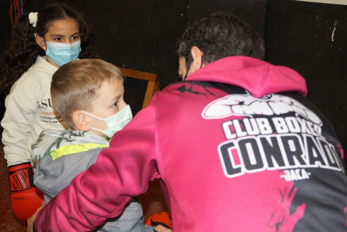 """Conradi: """"Cada vez hay más afición por el boxeo, un deporte desconocido hasta ahora en Jaca"""". (FOTO: Rebeca Ruiz)"""