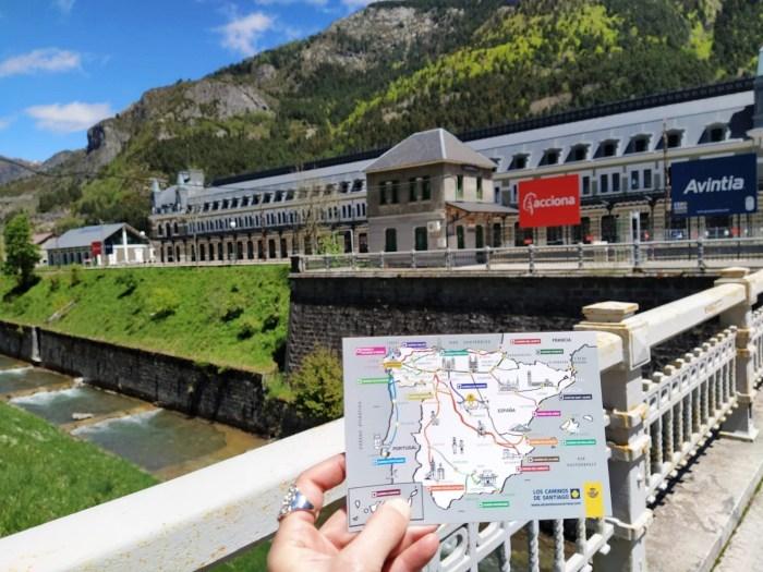 Correos elige Canfranc para presentar sus postales sobre las rutas del Camino de Santiago. (FOTO: El Camino con Correos)