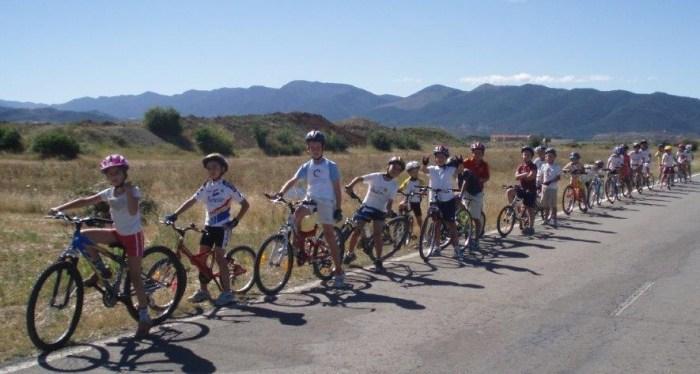 Vuelve a los colegios de Sabiñánigo el programa educativo Aula en Bici, con 315 participantes. (FOTO: Ayuntamiento de Sabiñánigo)