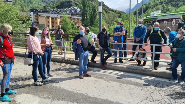 Periodistas de distintos puntos de España descubren las Pasarelas de Panticosa. (FOTO: Rebeca Ruiz)