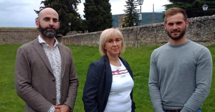 El PAR de Jaca pide apoyo para la creación de un fondo especial de inversiones para Huesca. De izq. a dcha., Fran Aísa, Elena Betés y Miguel Ara.
