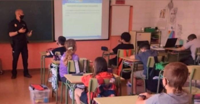 Más de 2.000 alumnos reciben en Huesca y Jaca los consejos de la Policía Nacional. (FOTO: Policía Nacional)