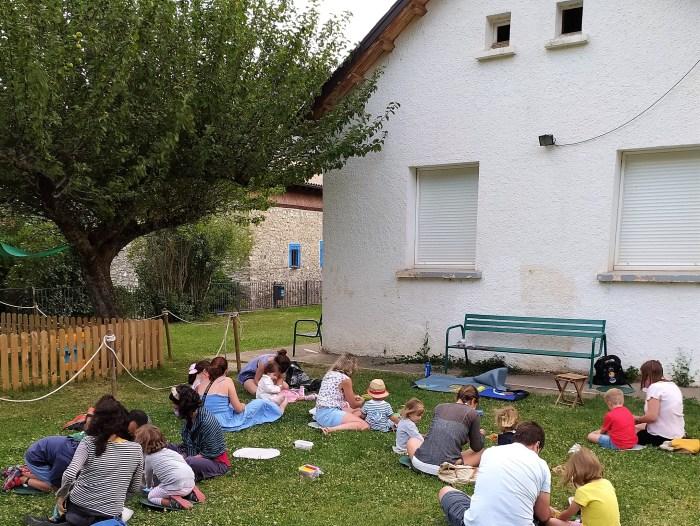Cultura en el Camino de Santiago a lo largo y ancho de La Jacetania. Toma el relevo al programa cultural infantil ¡Al aire libro! de Unpuntocurioso Aragón. (FOTO: UPCA)