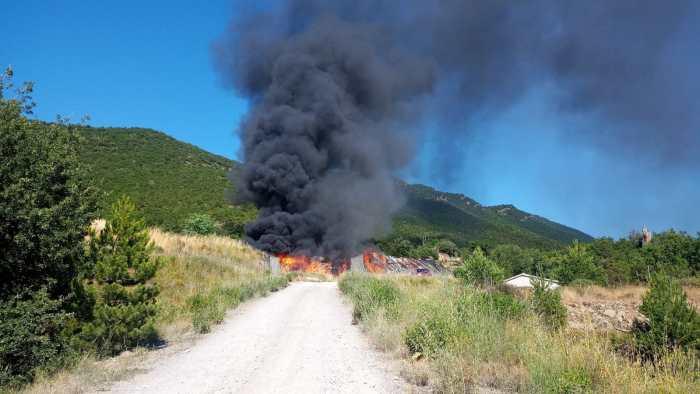 Declarado un incendio en el vertedero de residuos industriales de Sabiñánigo. (FOTO: DPH)
