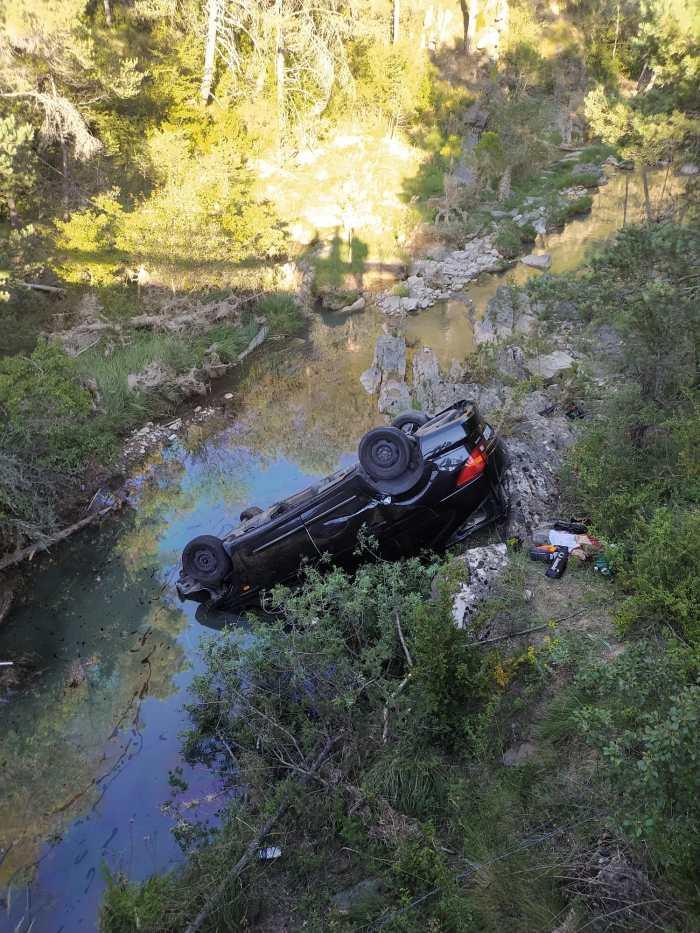 Aparatoso accidente de tráfico en la A-132, a la altura de Bailo. (FOTO: DPH)