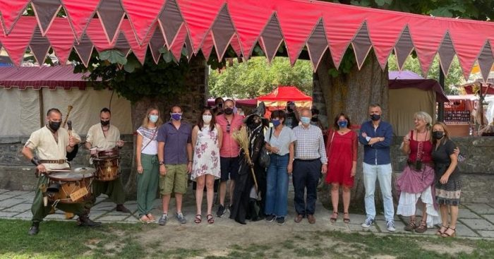 Abre sus puertas en Panticosa el XXIV Mercado Medieval. Un momento de la inauguración, con las autoridades presentes.