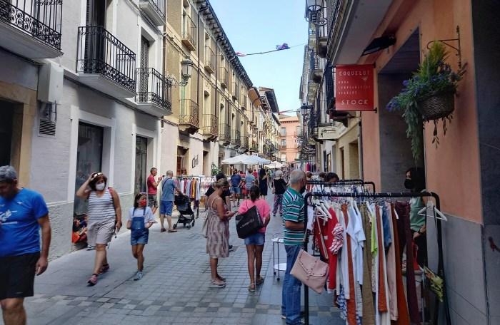 Mucha animación en Jaca en las primeras horas del Día del Comercio en la Calle. (FOTO: Javi del Pueyo)