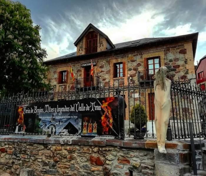 Sallent de Gállego se deja hechizar por la Feria de las Brujas, Mitos y Leyendas del Valle de Tena. (FOTO: Feria de las Brujas, Mitos y Leyendas del Valle de Tena).