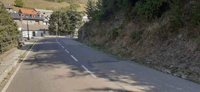 Cerrada al tráfico de camiones la carretera HU-V-2201 a su paso por Borau. (FOTO: DPH)