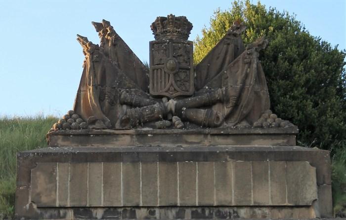 Escudo del Fuerte de Rapitán. (FOTO: Rebeca Ruiz)