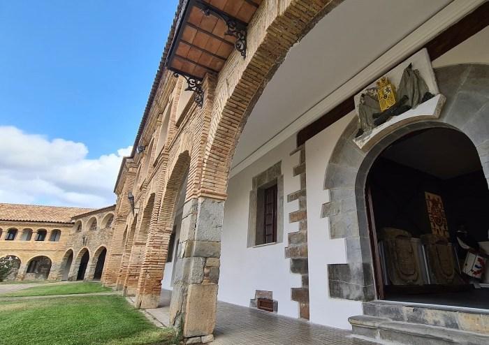Nuevo espacio visitable en la Ciudadela de Jaca, donde se pueden contemplar los escudos originales. (FOTO: Rebeca Ruiz)