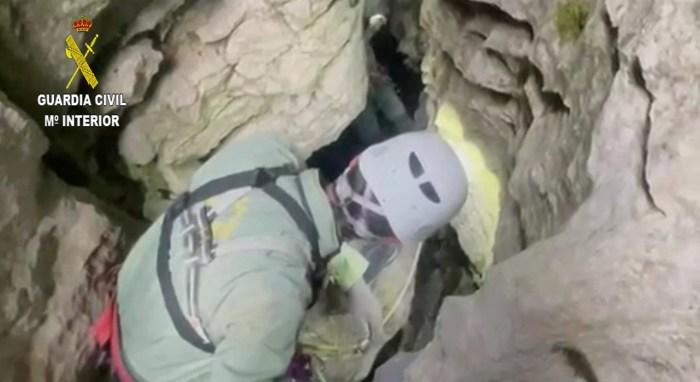 La Guardia Civil rescata a un escalador en Ansó y a un espeleólogo en Villanúa.