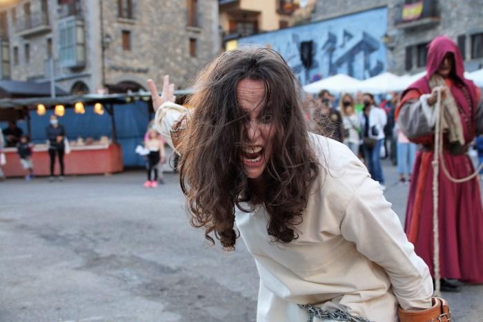 La IX Feria de Brujas, Mitos y Leyendas invade ya todos los rincones de Sallent de Gállego