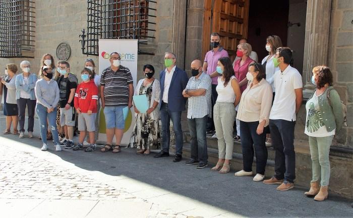 Representantes de todos los grupos de la Corporación Municipal han estado presentes en la convocatoria. (FOTO: Rebeca Ruiz)