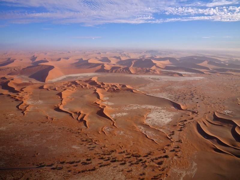 Le désert du Namib, ses chevaux, ses dunes et ses paysages