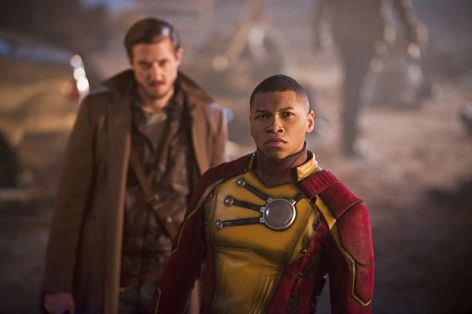 """DC's Legends of Tomorrow -- """"Star City 2046"""" -- Image LGN106b_0376b.jpg -- Pictured (L-R): Arthur Darvill as Rip Hunter and Franz Drameh as Jefferson """"Jax""""Jackson -- Photo: Diyah Pera/The CW -- © 2016 The CW Network, LLC. All Rights Reserved."""