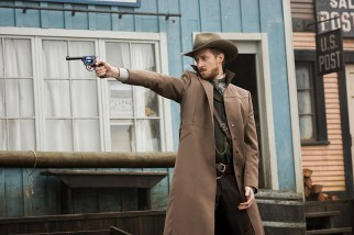"""DC's Legends of Tomorrow -- """"The Magnificent Eight""""-- LGN111a_0092.jpg -- Pictured: Arthur Darvill as Rip Hunter -- Photo: Dean Buscher/The CW -- © 2016 The CW Network, LLC. All Rights Reserved"""